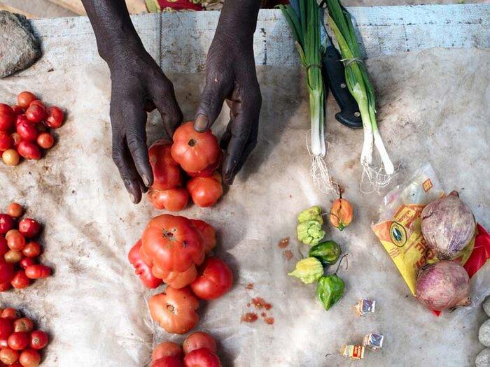свежие овощи на рынке